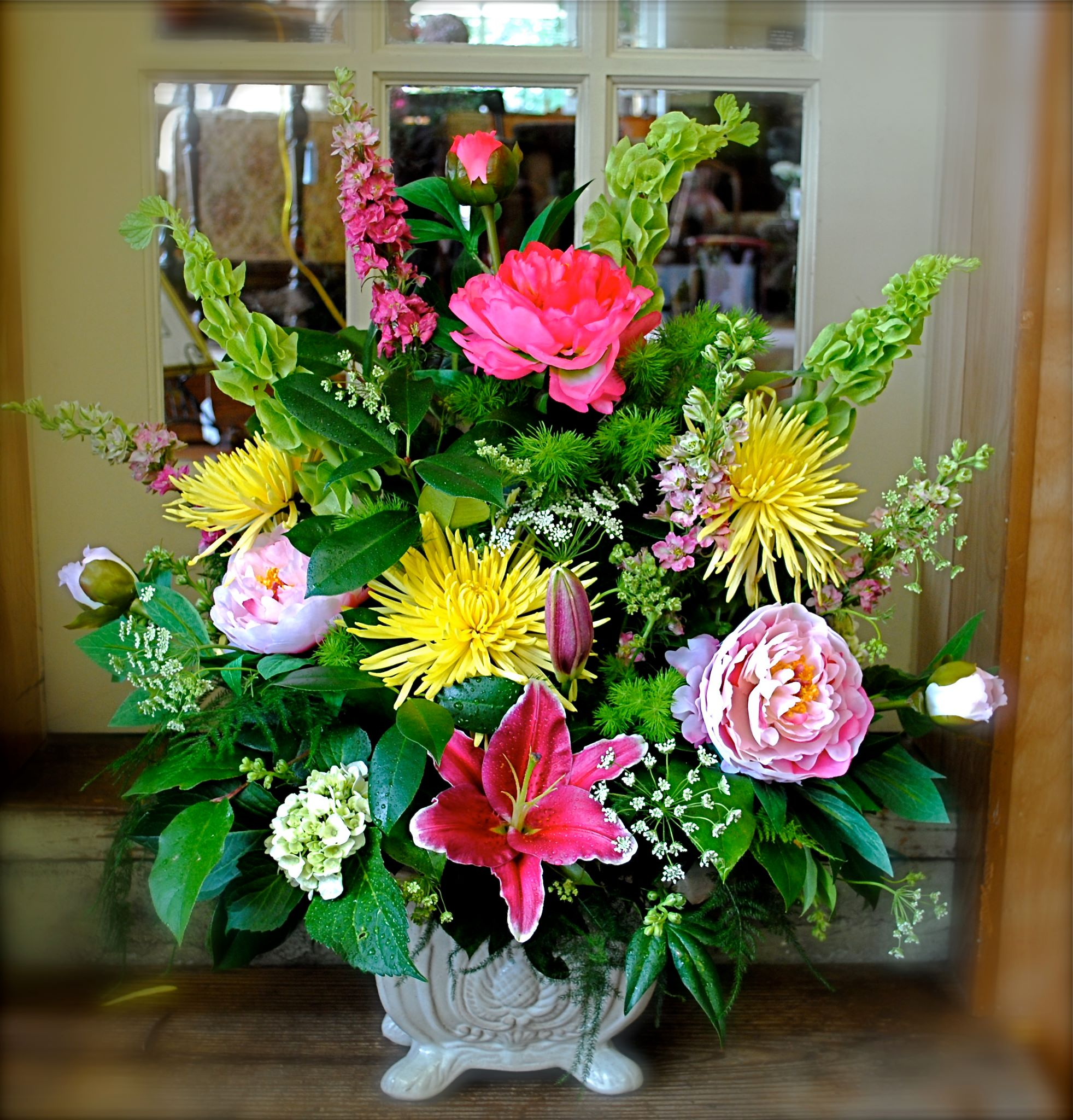 A Vibrant Summertime Arrangement
